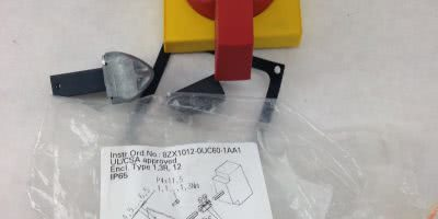 SIEMENS 8UC7220-3BD HANDLE WITH MASKING PLATE (A846) 1