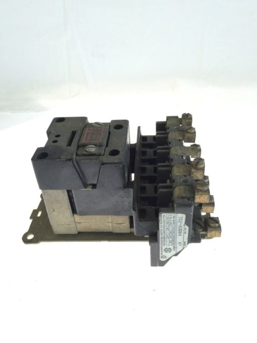 Allen Bradley 702-A0D9 4 110/120VAC, 50/60CY Series K Contactor, USED, G83 1