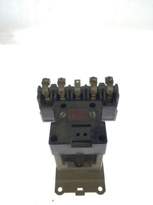 Allen Bradley 702-A0D9 4 110/120VAC, 50/60CY Series K Contactor, USED, G83 2