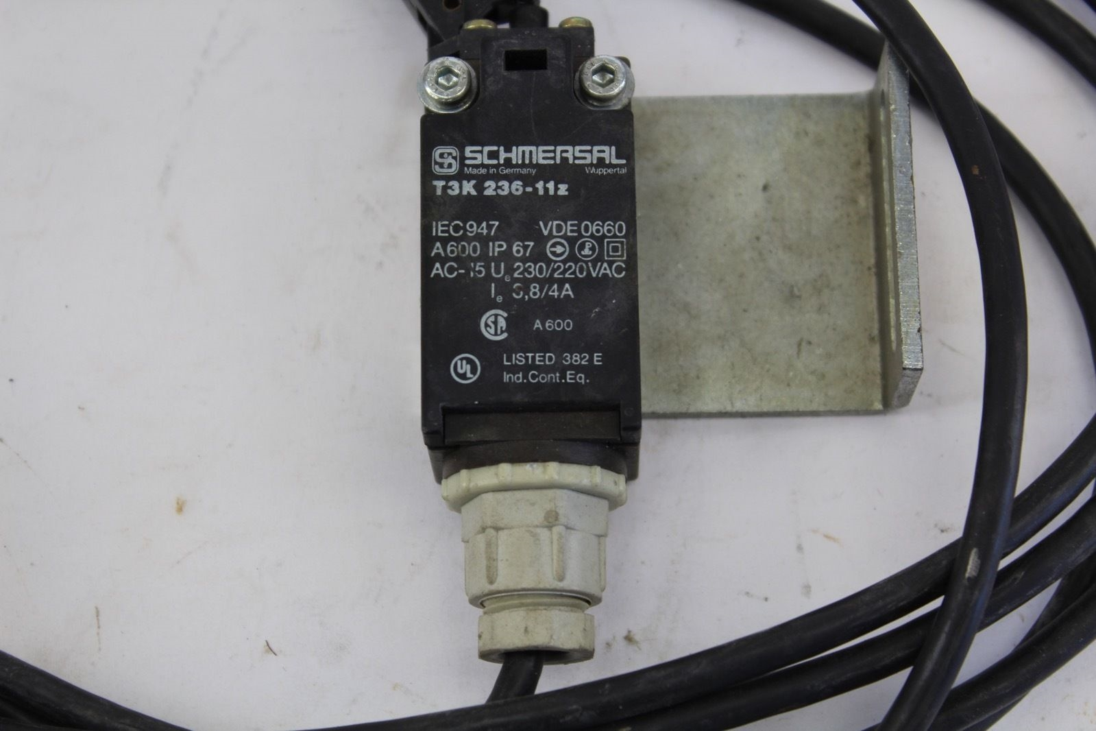 Schmersal T3K236-11z Safety Switch *NEW* (B232) 2