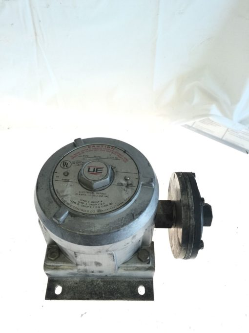 USED UNITED ELECTRIC J110D PRESSURE SWITCH MODEL 440, 15 AMP, 125/250 VAC, B134 1